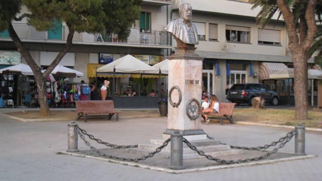 Piazza a Follinica