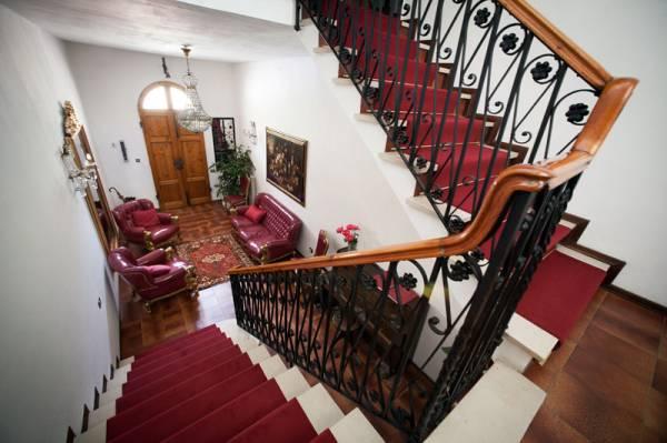 La scalinata dall'alto nella Domus Socolatae b6b