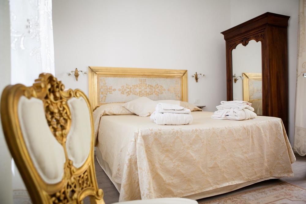 letto matrimoniale camera deluxe in villa toscana, vacanza al mare