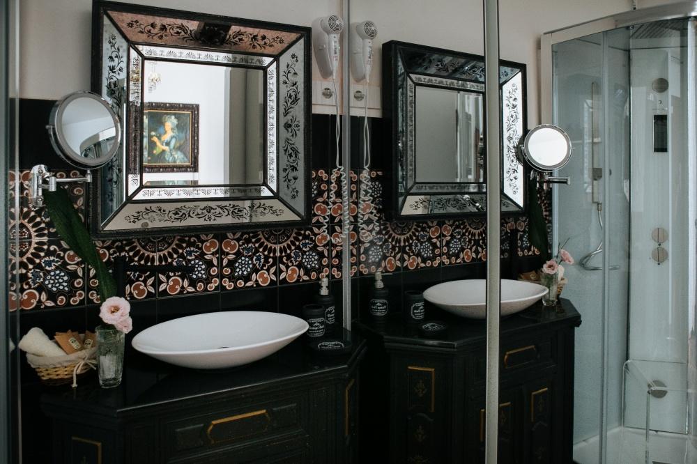 particolare del bagno camera singola superior, follonica