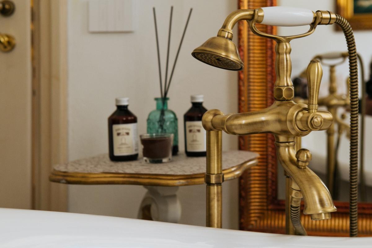 vacanza al mare in residenza d epoca in romantica suite con vasca in stile